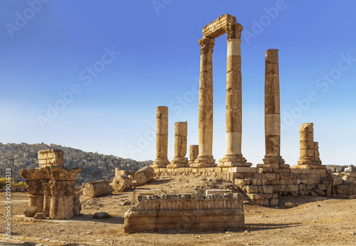 The ruins of the Temple of Hercules in Amman, the ancient fortress on a backgrou Wallpaper Mural