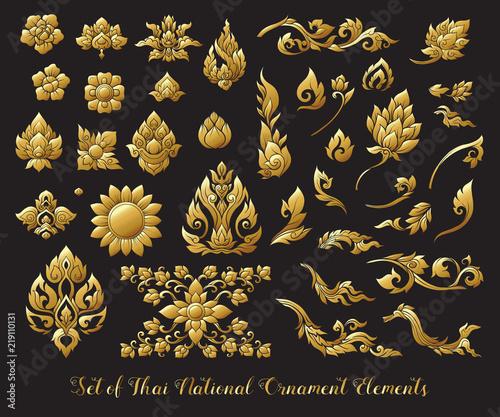 Foto Set of gold elements of traditional Thai ornament. Stock illustr