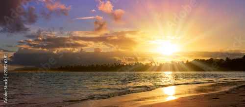 Foto op Aluminium Oceanië Caribbean sunset on tropical beach. Sky sunset.