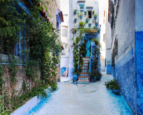 tradycyjni-marokanscy-architektoniczni-szczegoly-w-blekitnym-miescie-chefchaouen-maroko-afryka