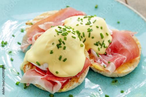 Photo eggs benedict breakfast