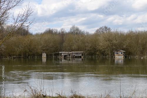 Kleines Holzhaus Am Fluss Iii Acheter Cette Photo Libre De