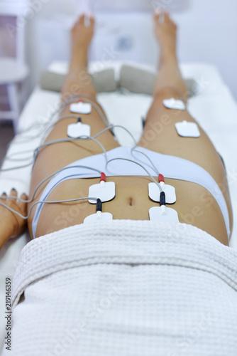 Deurstickers Akt Treatment with electro stimulation