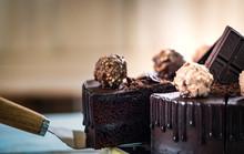 Close Up Shot A Piece Of Homemade Chocolate Ganache Cake