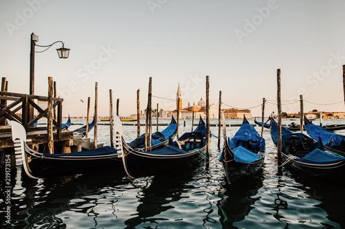 Foto op Canvas Gondolas Gondeln am Ufer des Markusplatz Venedig