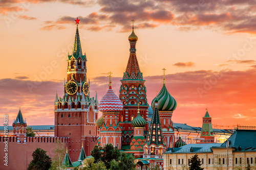 Fotobehang Historisch geb. St. Basil's Cathedral and the Spassky Tower of the Moscow Kremli