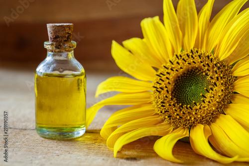 Keuken foto achterwand Kruiderij Ayçiçeği yağı ve ayçiçeği