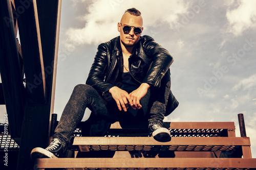Fotomural  Wearing leather jacket
