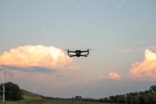 Türaufkleber Flugzeug Drone flying over the field