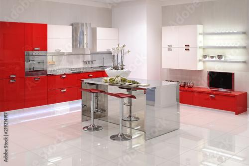 Cucina con isola centrale – kaufen Sie dieses Foto und finden Sie ...