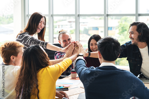 Fotografía group of young multiethnic diverse people gesture hand high five, laughing and smiling together in brainstorm meeting at office