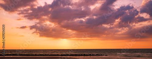 Tuinposter Canarische Eilanden Bewölkter Sonnenuntergang