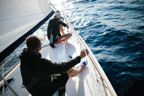 Fotografía  Handsome strong men sailing with their boat