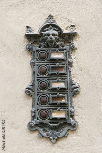 Foto  Antique doorbells, antike Türklingeln