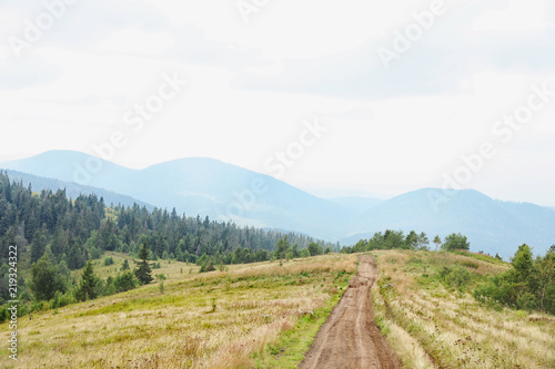 Foto op Aluminium Wit Picturesque landscape with pathway in mountains
