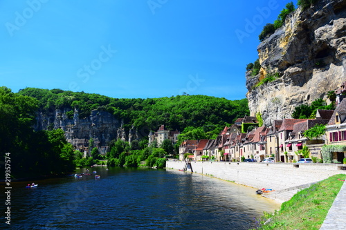 Foto op Canvas Blauw The medieval village of La Roque Gageac on the Dordogne River in the Perigord region of France