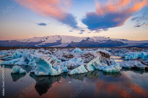 Foto auf Leinwand Glaciers Icebergs in Jokulsarlon glacier lagoon. Vatnajokull National Park, Iceland Summer.Midnight Sun.