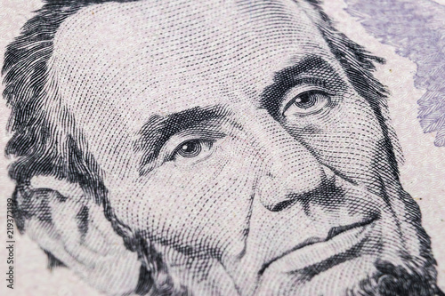 Foto  Close up view Portrait of Abraham Lincoln on the one five dollar bill