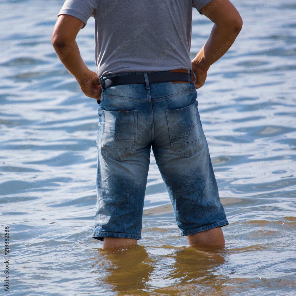 facet na plaży