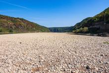 Das Stark Ausgetrocknete Fluss...