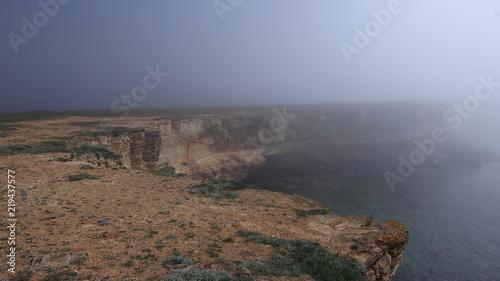 Море. Скалы. Туман.