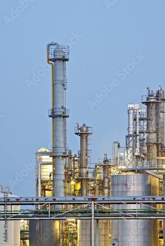 Staande foto Industrial geb. Distillation Towers At Dusk