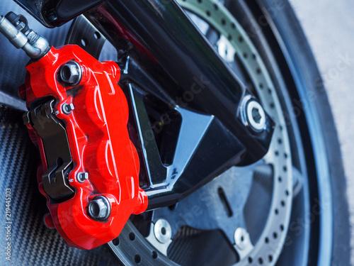 Fotografie, Obraz  Roter Bremssattel an Bremsscheibe eines Motorrades