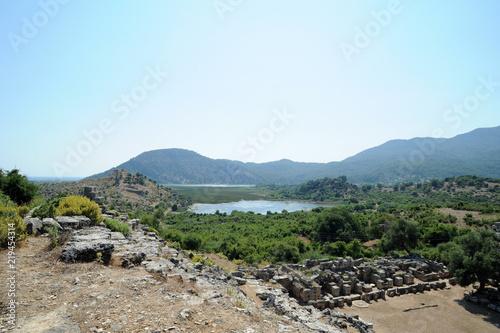 Foto  La scène du théâtre du site archéologique de Kaunos en Anatolie