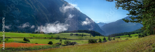 Papiers peints Bleu nuit Photo de paysage panoraminque de haute montagne et de chemins de randonnée dans les alpes