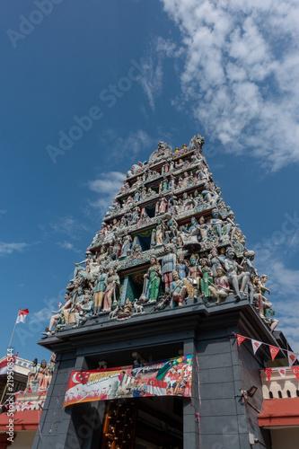 Foto op Plexiglas Bedehuis Decorations of the Hindu temple Sri Mariamman near China Town, Singapore