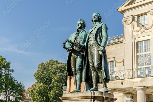 Foto auf Leinwand Historische denkmal Monument to Goethe and Schiller before the national theater in Weimar