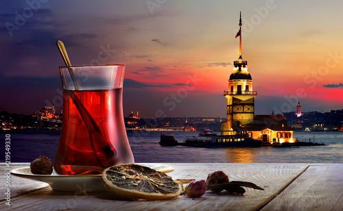 Photo Turkish tea Maiden Tower