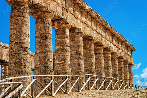 Fotografie, Obraz  Fragment in Doric temple in Segesta on Sicily