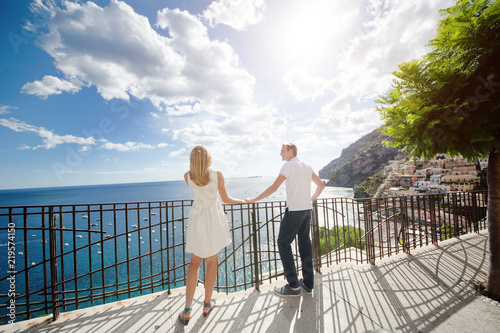 Fotografia  Young smiling tender romantic couple in Positano, Italy
