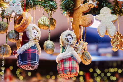 Foto op Plexiglas Kerstmis Gingerbread cookies at Christmas Market on Alexanderplatz Winter Berlin