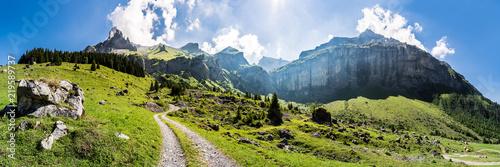 Poster Panoramafoto s Wanderweg vom Kandertal, Blausee Mitholz, ins Kiental, Giesene, Breitwangflue, Berner Oberland, Schweiz