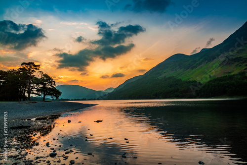 Fotografiet Stunning duk at lake in District Lake, UK
