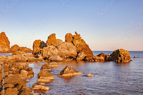 Photo Volcanic formations in Acireale at sunset. Sicily.