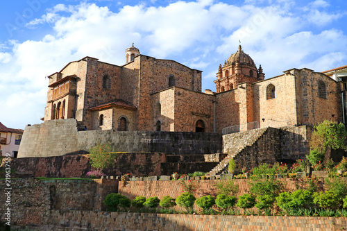 Poster Edifice religieux The Temple of the Sun of the Incas or Coricancha with the Convent of Santo Domingo Church above, Cusco, Peru, South America