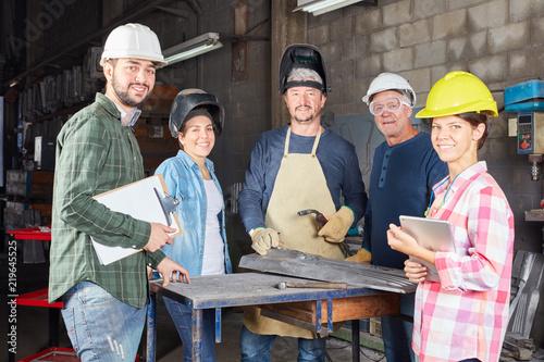 Photo Erfolgreiches Handwerker und Metallbau Team