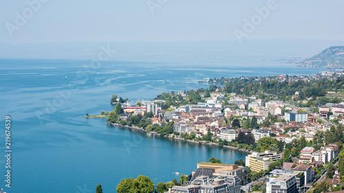 Fotografia montreux switzerland cityscape and lake geneva at sunny day