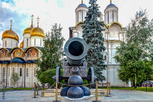 Fotografie, Obraz Canon and canon balls in the Kremlin