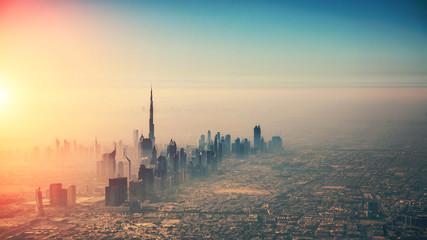 Widok z lotu ptaka Dubaj miasto w zmierzchu świetle