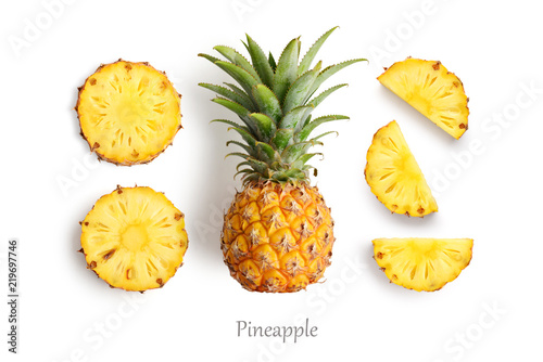 Photo Fresh whole and cut pineapple