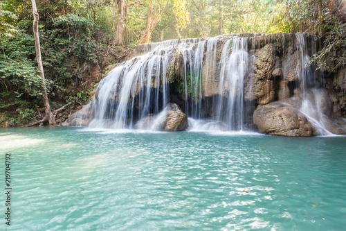 In de dag Groene koraal Famous Erawan waterfall in Thailand