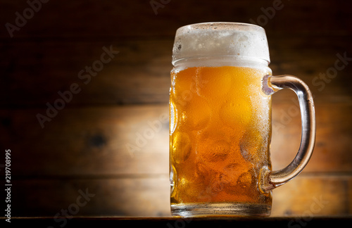 Cadres-photo bureau Biere, Cidre mug of beer on wooden table
