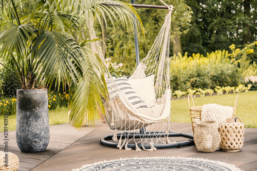 Fotografía Summer in the green garden with a hammock and a palm tree on a terrace