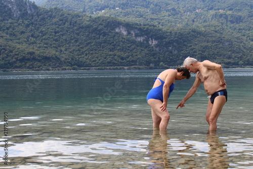 Fotografía  Coppia di pensionati in vacanza al Lago