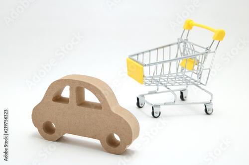 Obraz na plátne ショッピングカートと車 車購入イメージ