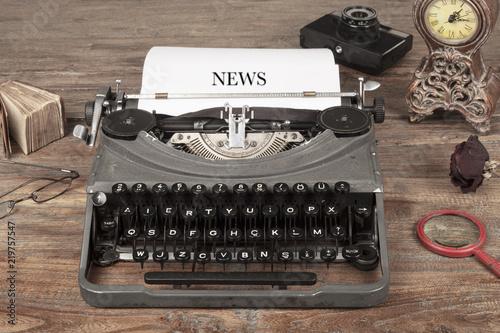Valokuva  writer typing news